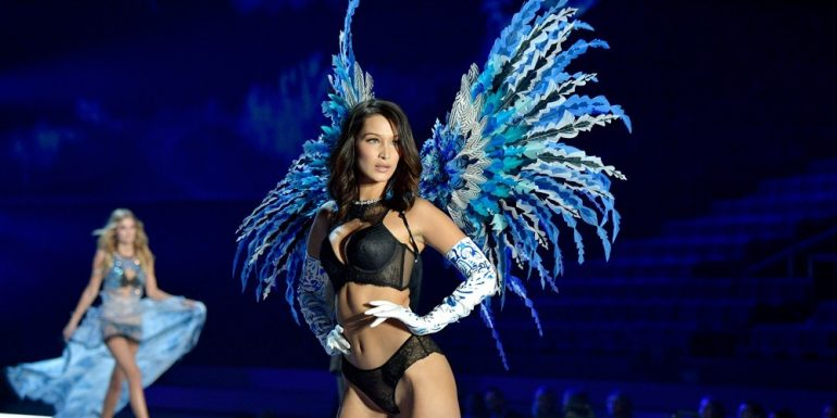 Bella Hadid enseñó de más en el Victoria's Secret Fashion Show