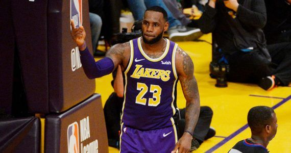 LeBron James supera en anotación a Michael Jordan